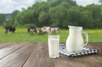 رشد مژه با شیر