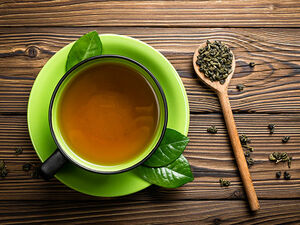 نوشیدن چای سبز