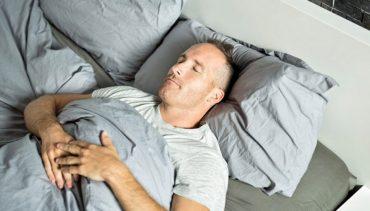 نحوه صحیح خوابیدن بعد از کاشت مو