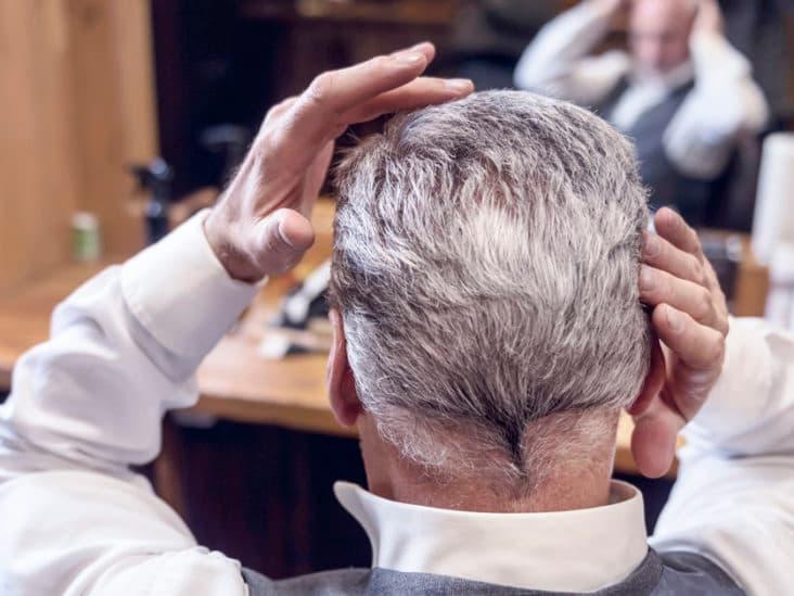 عوارض احتمالی کاشت مو در افراد سالمند